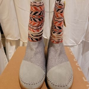 TOMS Nepal Neutral Grey Boots Size 8.5